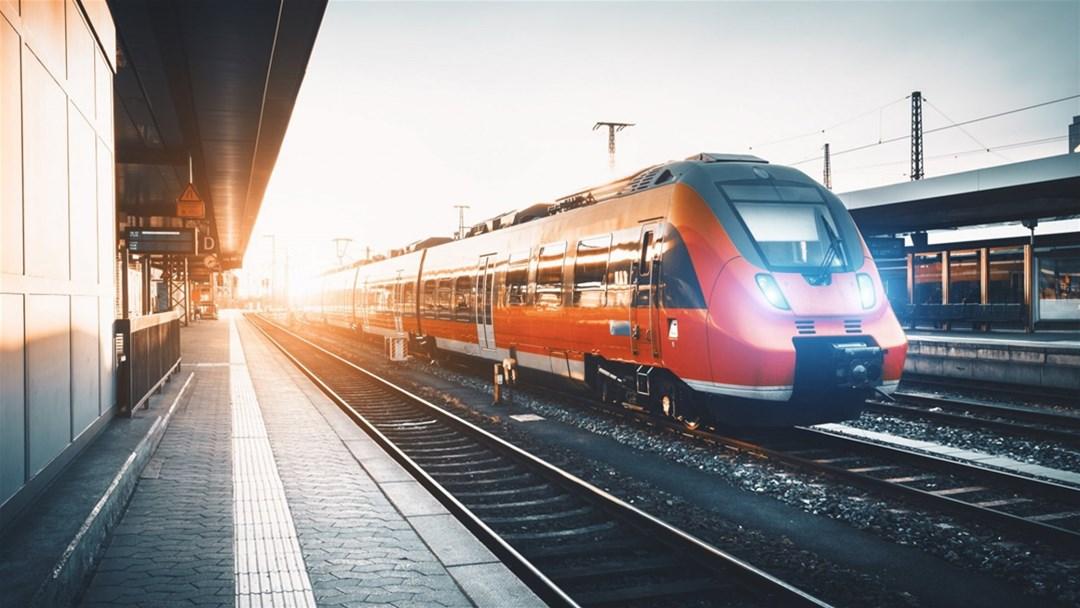 با قطار سفر کنیم یا هواپیما